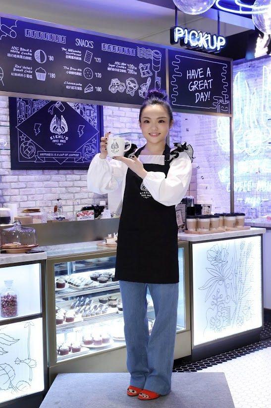 徐佳瑩為咖啡館站台。圖/Kiehls提供