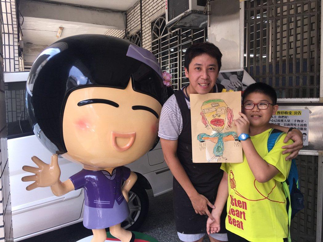 「薯條先生」到桃園家扶中心與孩童共同創作,準備做為大江購物中心7月要推出的小清新...