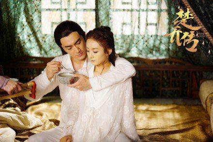趙麗穎雨林更新因「楚喬傳」成為網友最新追捧的銀幕情侶。圖/取自微博