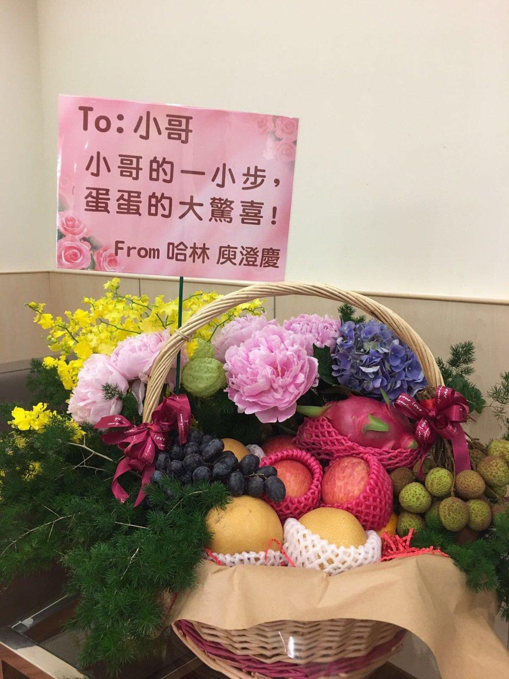 哈林送到費玉清休息室的花果。圖/寬宏提供