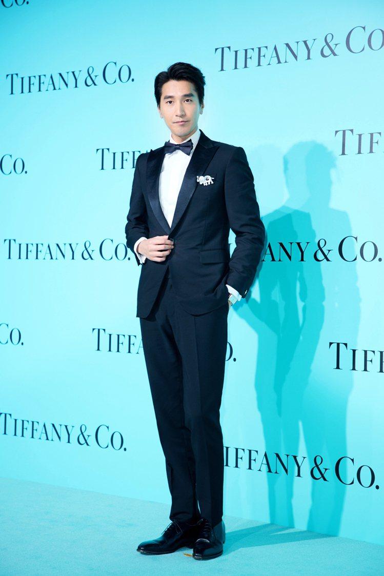 Tiffany品牌大使趙又廷胸前大象胸針非常搶鏡。圖/Tiffany 提供