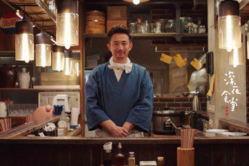 45歲大陸男星黃磊曾在「人間四月天」演出徐志摩而走紅,他去年來台拍攝電視劇「深夜食堂」,被問到與日版的食堂老闆有何不同,他笑說:「變得更溫暖有趣。」黃磊私下也喜歡下廚,這一回為了拍電視劇,主要在台南...