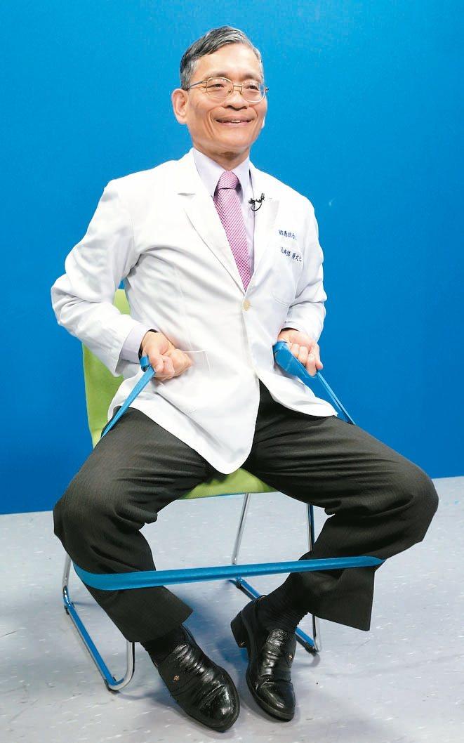 彈力帶練肌力訓練下肢肌力:將彈力帶綁著小腿或大腿,雙腳用力撐開,練習大腿外側...