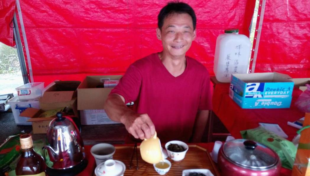 今年春茶特等獎得獎者的丈夫是第五代茶農陳宥達,他18年一路師承父親陳源德國寶級製...