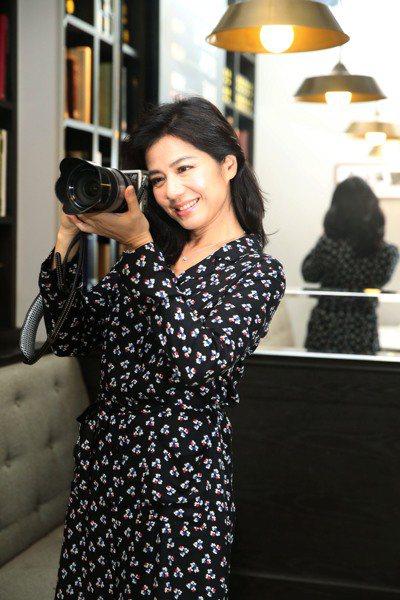 鍾楚紅熱愛攝影,曾在訪問中主動提及「看見台灣」讓她受到啟發。(本報資料照片)