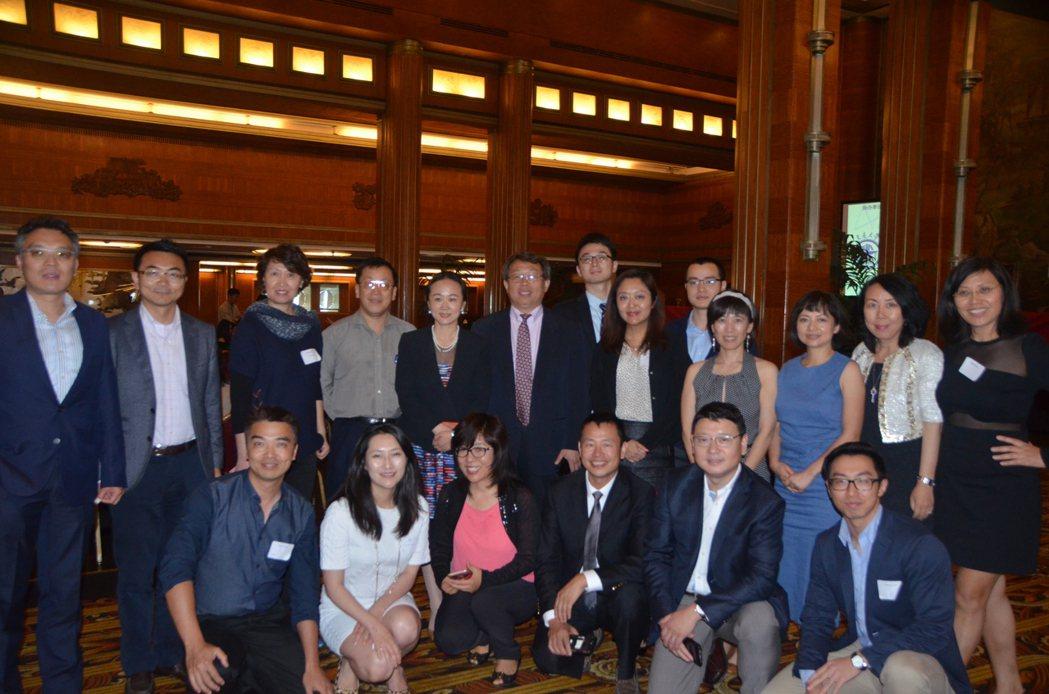 海外華人土木工程協會會員來自各個行業,藉由研討會學習專業知識同時還能社交,認識同...
