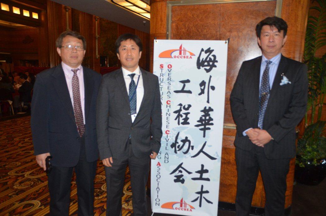 海外華人土木工程協會前會長肖強(左起)、現任會長張曉哲、南加分會會長王立杰。(記...