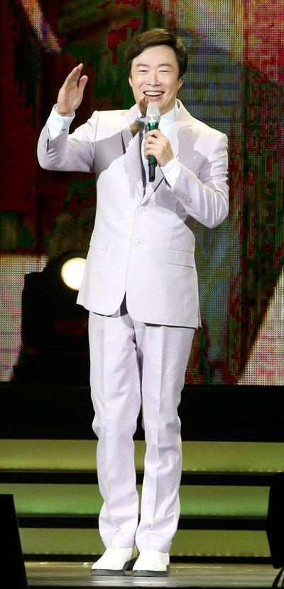 費玉清首度在台北小巨蛋開唱。記者屠惠剛/攝影