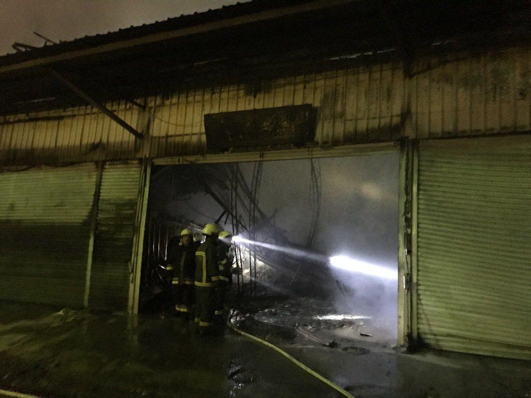 傳出大火的是看板工廠。記者林伯驊/攝影