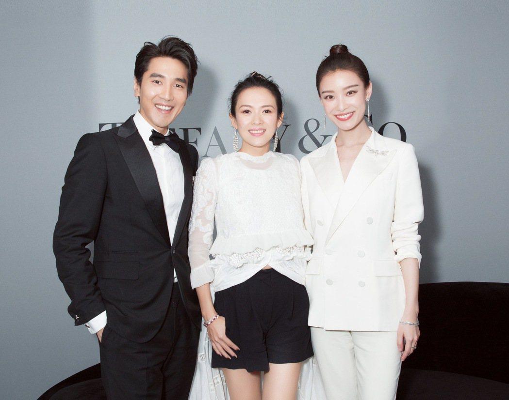 國際影星章子怡、Tiffany品牌大使倪妮與趙又廷合影。圖/Tiffany 提供