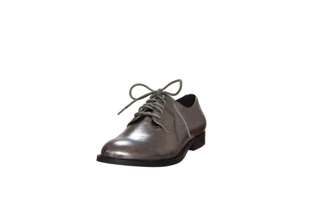 STEVE MADDEN率性平底鞋,出清價1,284元。圖/STEVE MADD...