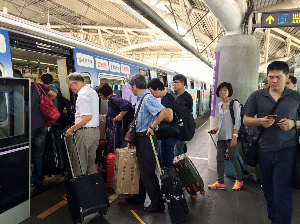 機捷營運百天 大小站日運量最大差150倍