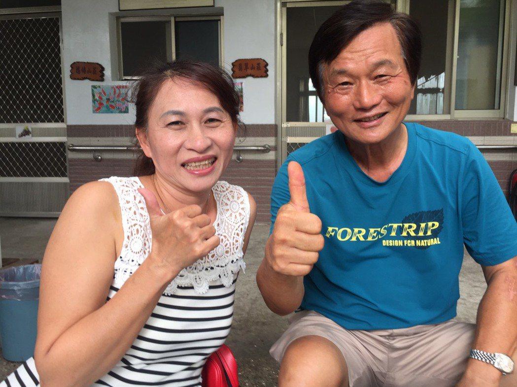 外號「劉德華」的退休校長劉德謨(右)有驚人記憶,與黃淑芬(左)僅一面緣,10多年...
