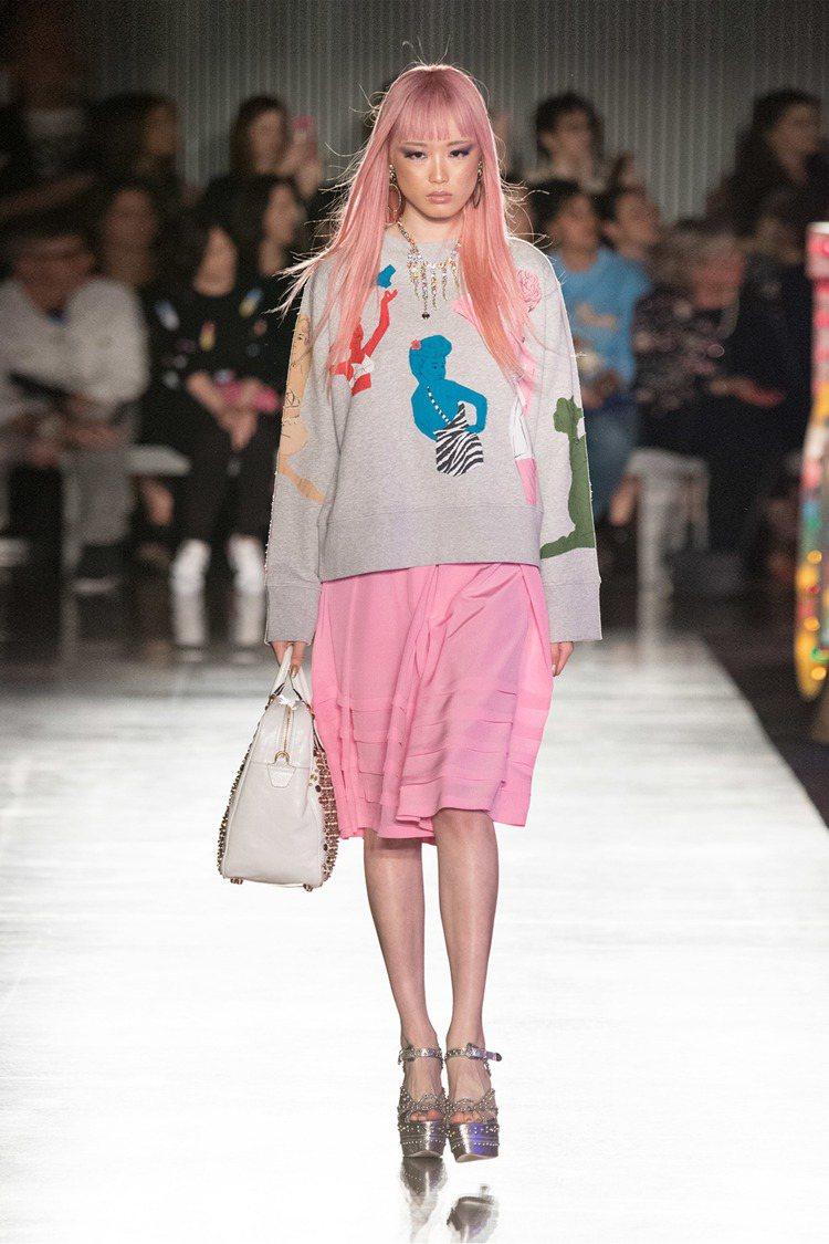 華裔模特兒Fernanda Hin Lin Ly。圖/Moschino提供