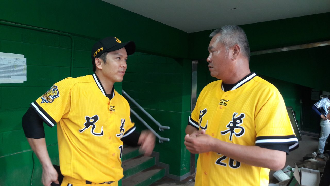 周思齊(左)小的時候受到前輩王光輝(右)的啟發,決心投身職棒。 聯合報系資料照片
