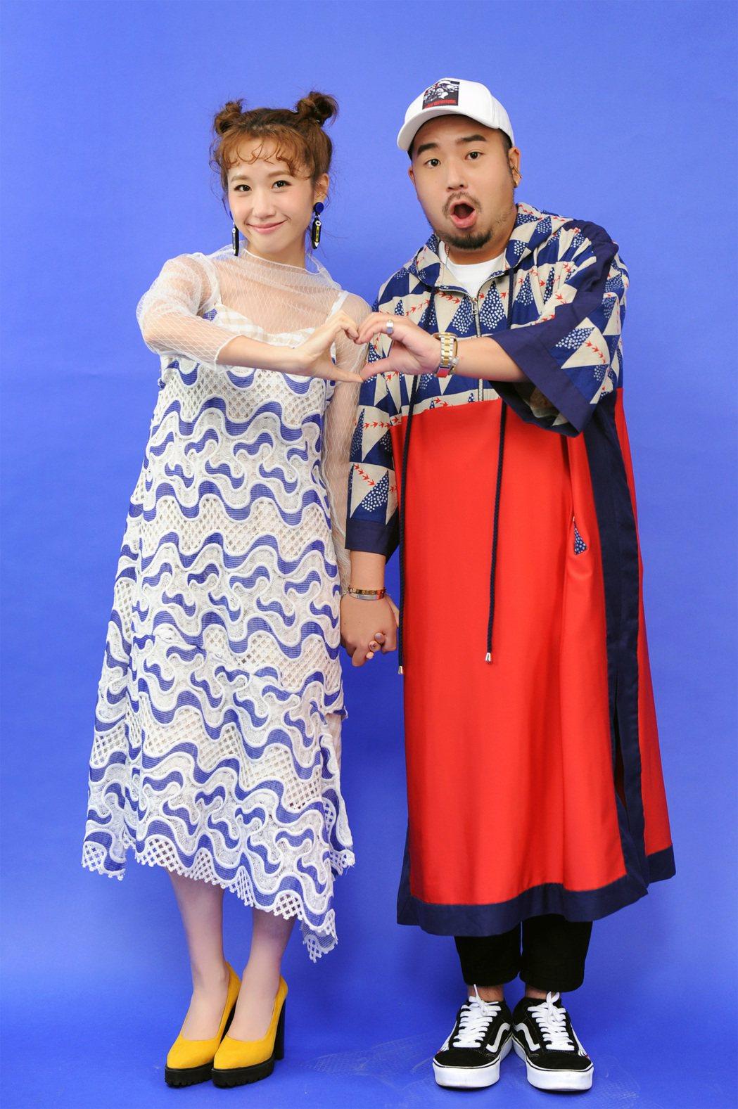 阿達(右)與Lulu首次對唱「我說寶貝」,閃瞎眾人。圖/環球音樂提供