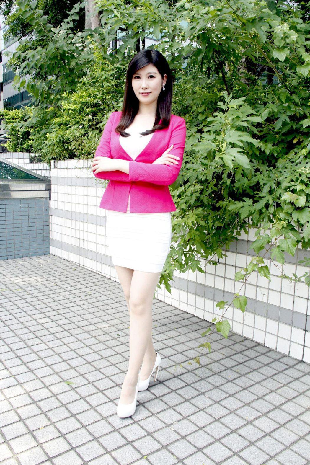 中天主播劉盈秀已有11年新聞實務經驗。圖/中天提供