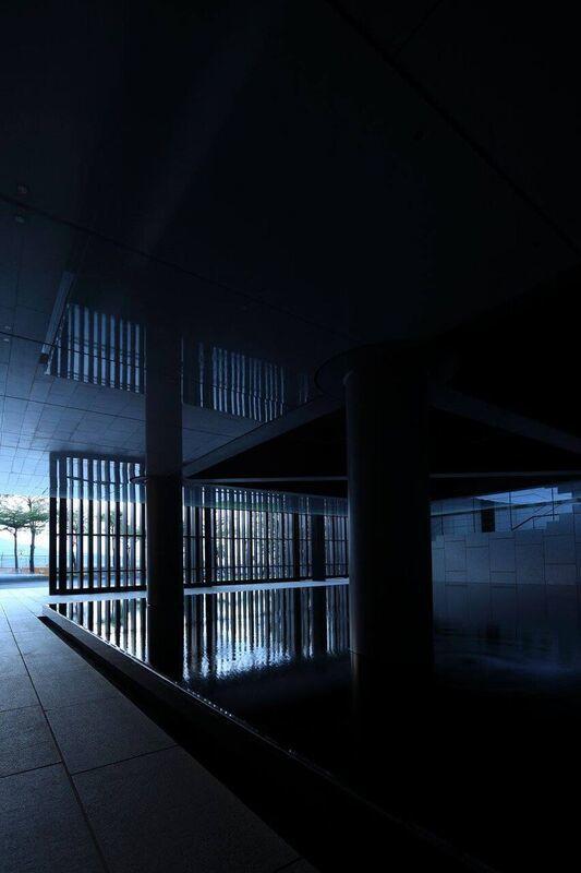 小美術館就是豪宅天際線下的一個藝術盒子。圖/小美術館提供