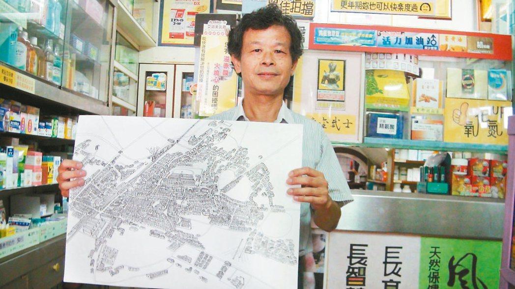 七星藥局老闆吳嘉文從小在民雄鬧區長大,憑著印象畫出古早的民雄地景圖。 記者謝恩得...