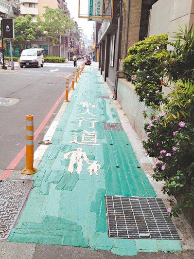 北市道路的標線防滑係數僅45BPN,低於人行道標線防滑係數65BPN。 圖/台北...