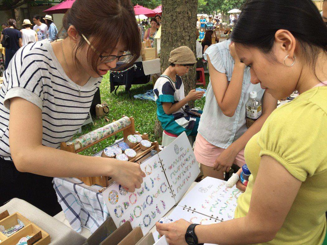 新竹縣年度最大文創市集昨天舉行,獲得不少民眾的熱愛。 記者郭政芬/攝影