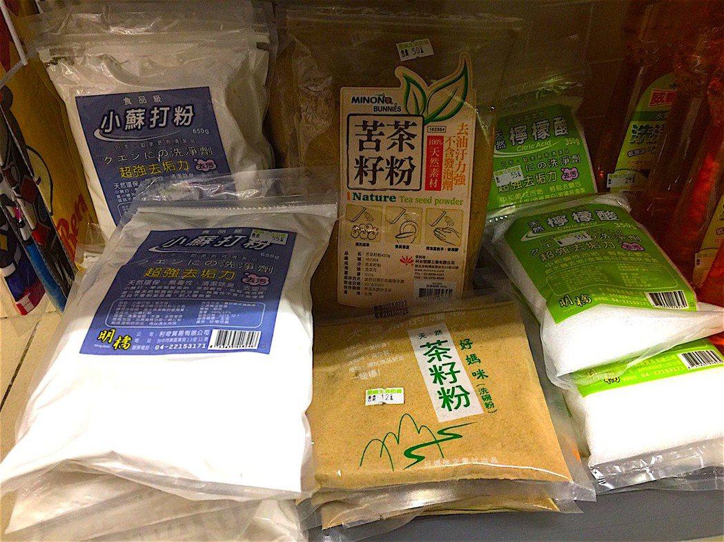 食藥署今宣布,未來食品用洗潔劑僅限用於現切水果、生魚片等即食食品,並訂有限量標準...
