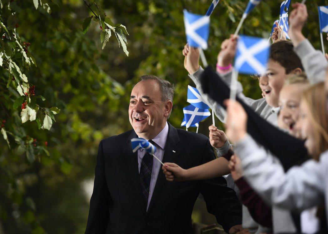 這次同樣意外落選的,還有蘇格蘭民族黨的前黨魁薩孟德,他曾在2014年推動歷史性的...