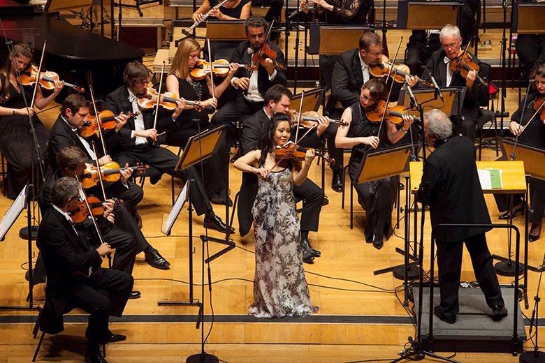 華裔天才小提琴家侯以嘉 首度來台演出。圖/聯合數位文創 提供