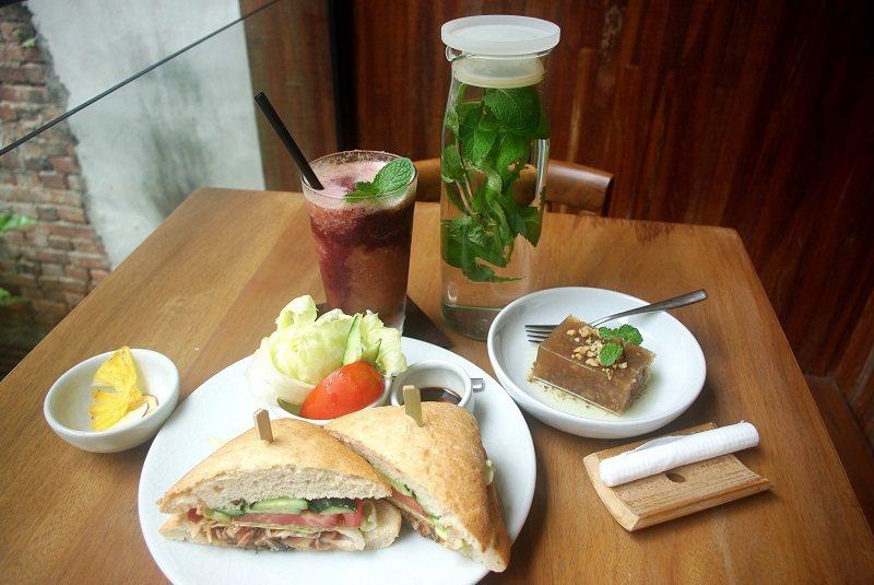 健康輕食與飲品是阿原茶飲的主要菜單