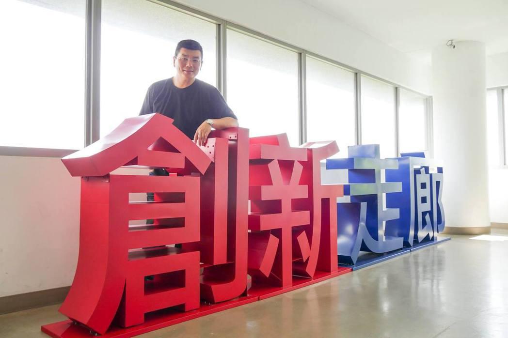 黃瑞仁的創業準備並非一夜完成,他花了一百個小時參與青創課程、還砸了一輛國產車的學...