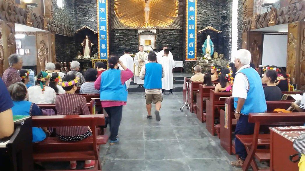 台東知本天主堂落成啟用,部落族人到場觀禮。記者潘俊偉/攝影