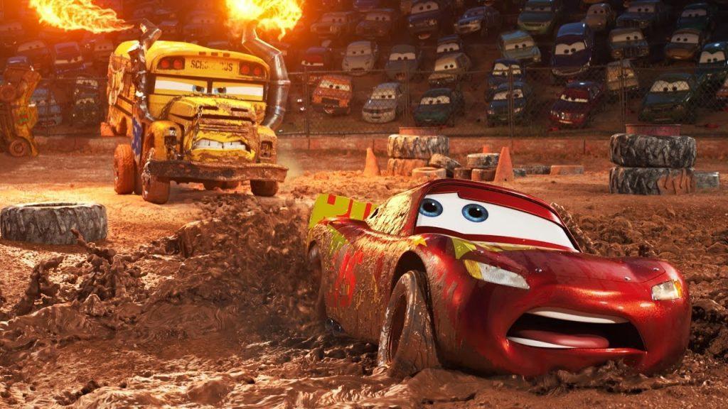 影片首次出現了野蠻的泥池賽車,一輛校車在片中代表了泥池賽車中強勢的女性選手。(圖
