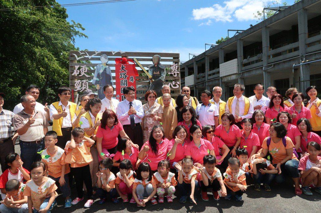 屏東縣廣興國小自8月起委由福智文教基金會經營,成為南部第一所公辦民營的小學。記者...