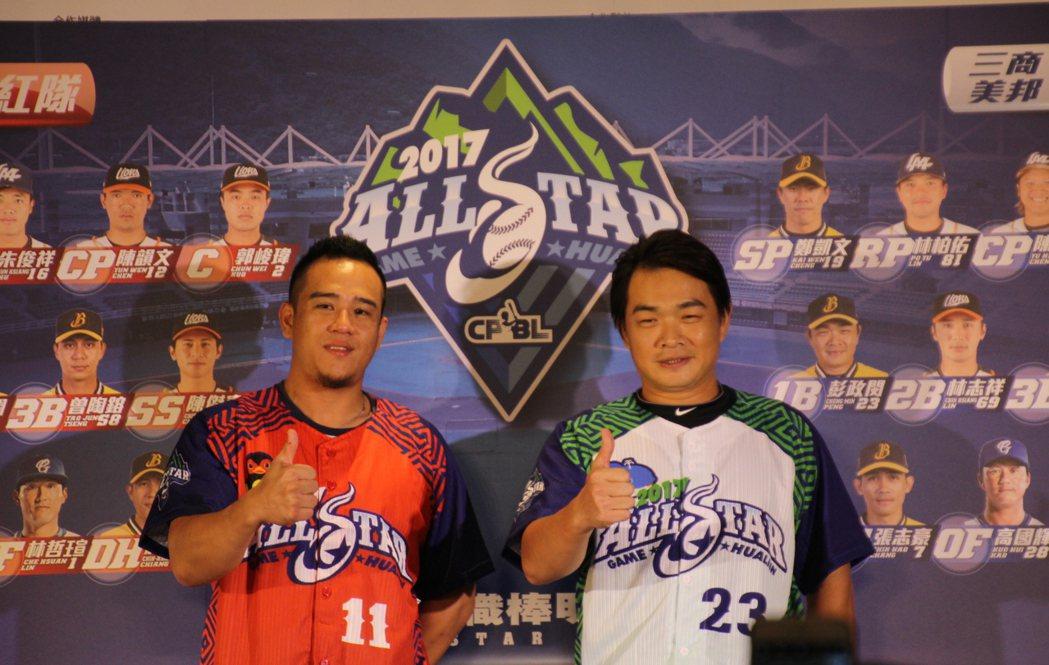 中職明星賽,蔣智賢(左)、彭政閔(右)成為紅白隊人氣王。記者葉姵妤/攝影
