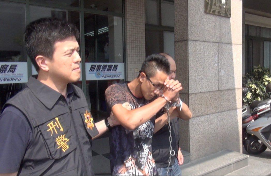 豹子涂皓鈞持有衝鋒槍、手槍、手榴彈、百發子彈,昨被刑事局中打緝捕到案。記者陳宏睿...
