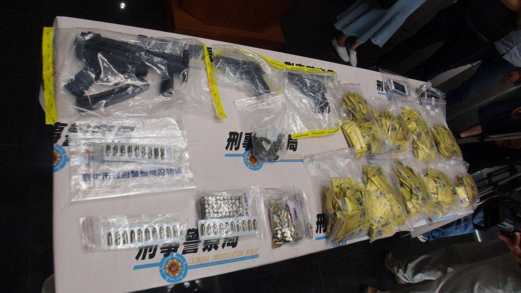 豹子涂皓鈞持有衝鋒槍、手槍、手榴彈、百發子彈、毒品咖啡包等,昨被刑事局中打緝捕到...