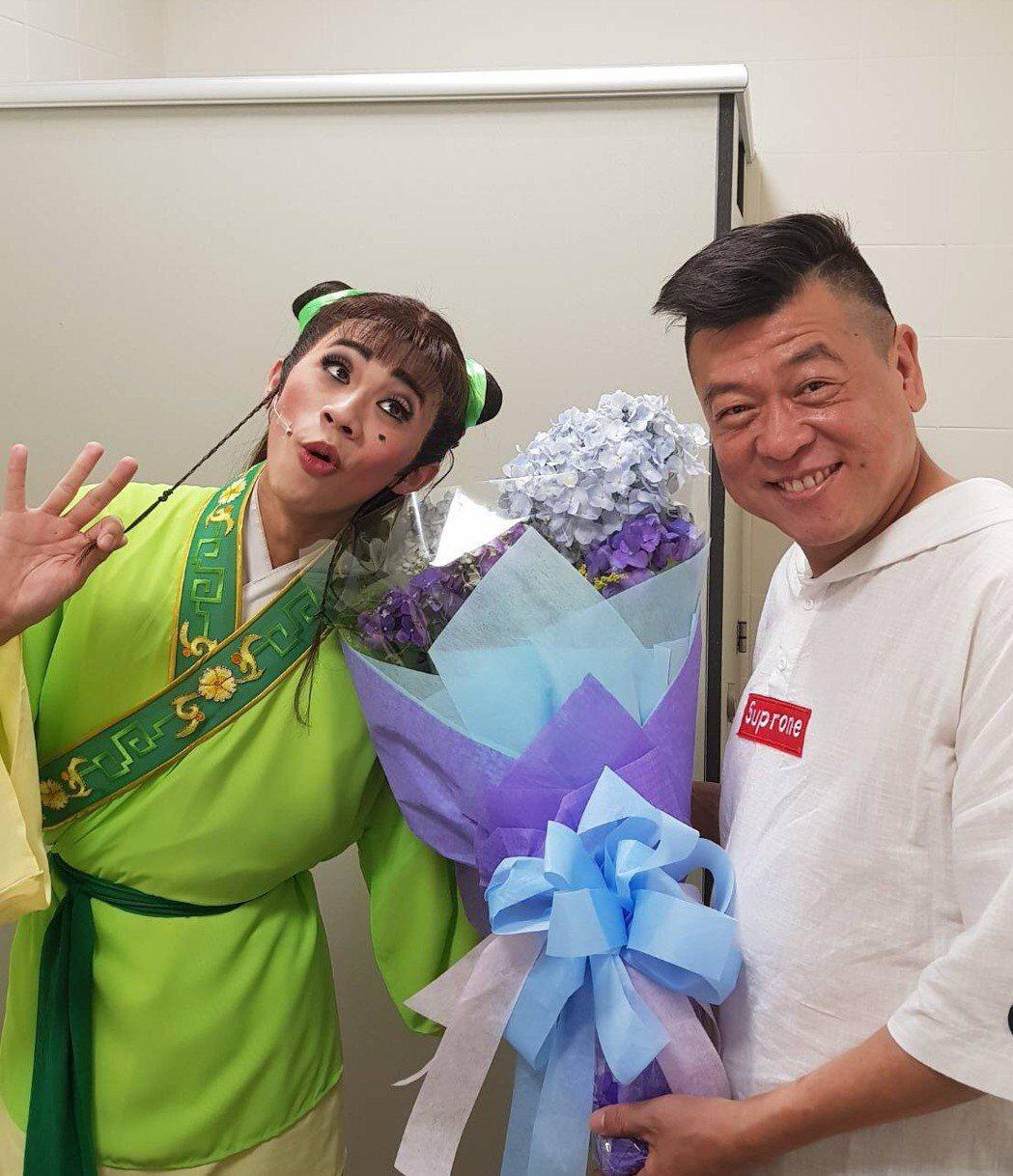 吳政迪畢業公演,孫德榮驚喜現身送花。圖/修毅提供