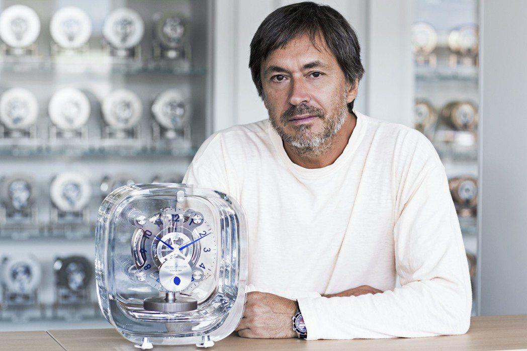 工業設計師Marc Newson採用了Baccarat水晶當作空氣鐘外殼。圖/J...