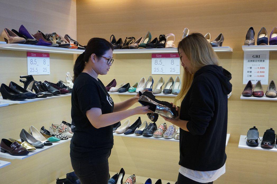 南紡購物中心女包下殺3折優惠。圖╱南紡購物中心提供