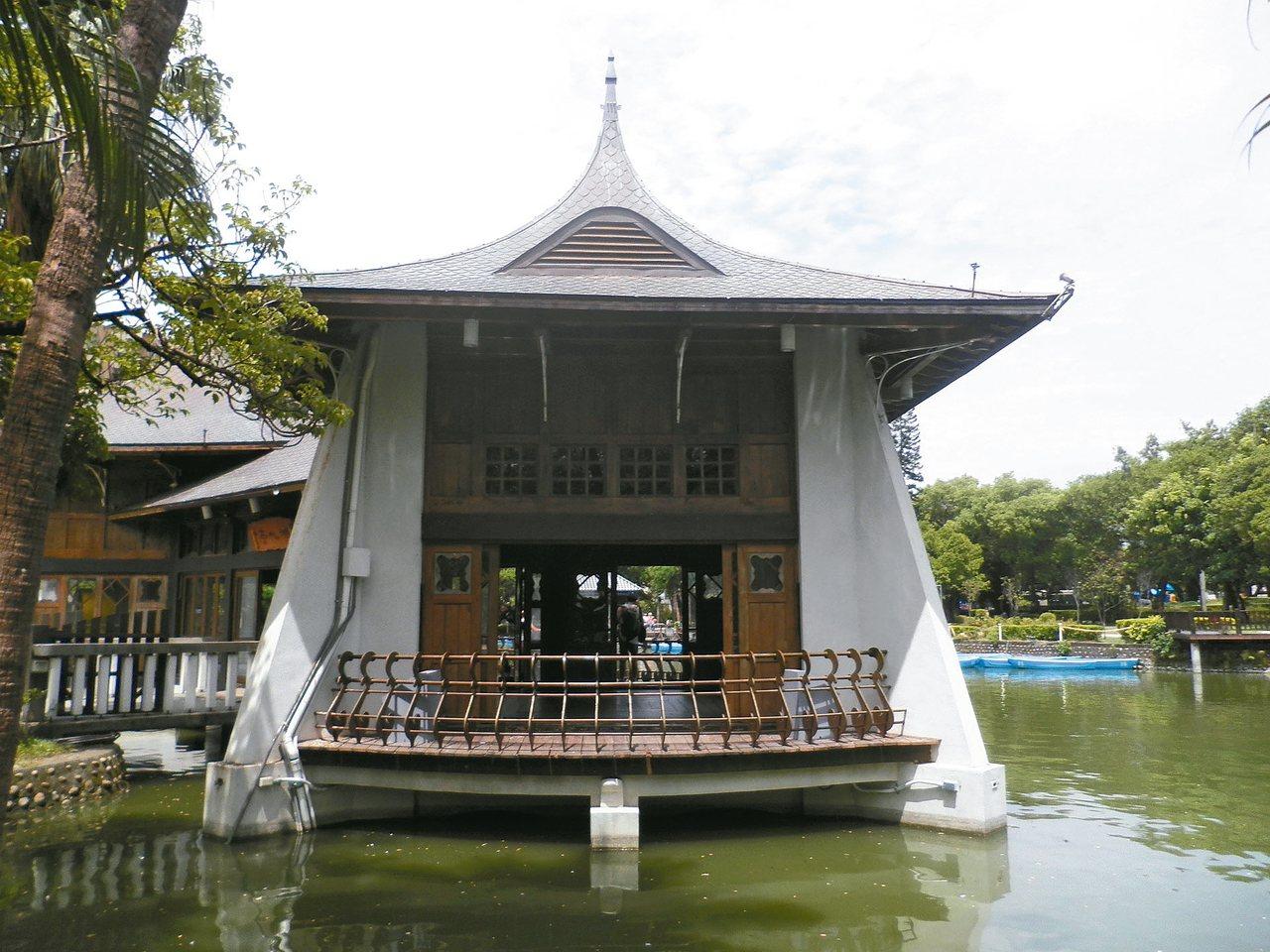 台中公園裡的湖心亭曾是台灣十景之一。 楊明.圖片提供