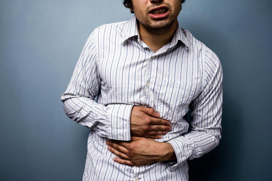 光田綜合醫院大腸直腸外科主任吳喬森指出,大腸癌主要是大腸內上皮細胞增生成腺瘤瘜肉...