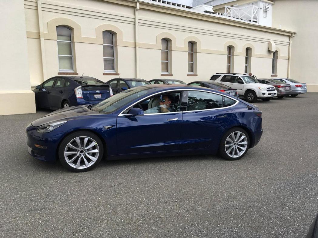 Tesla Model 3。圖/摘自carscoops.com