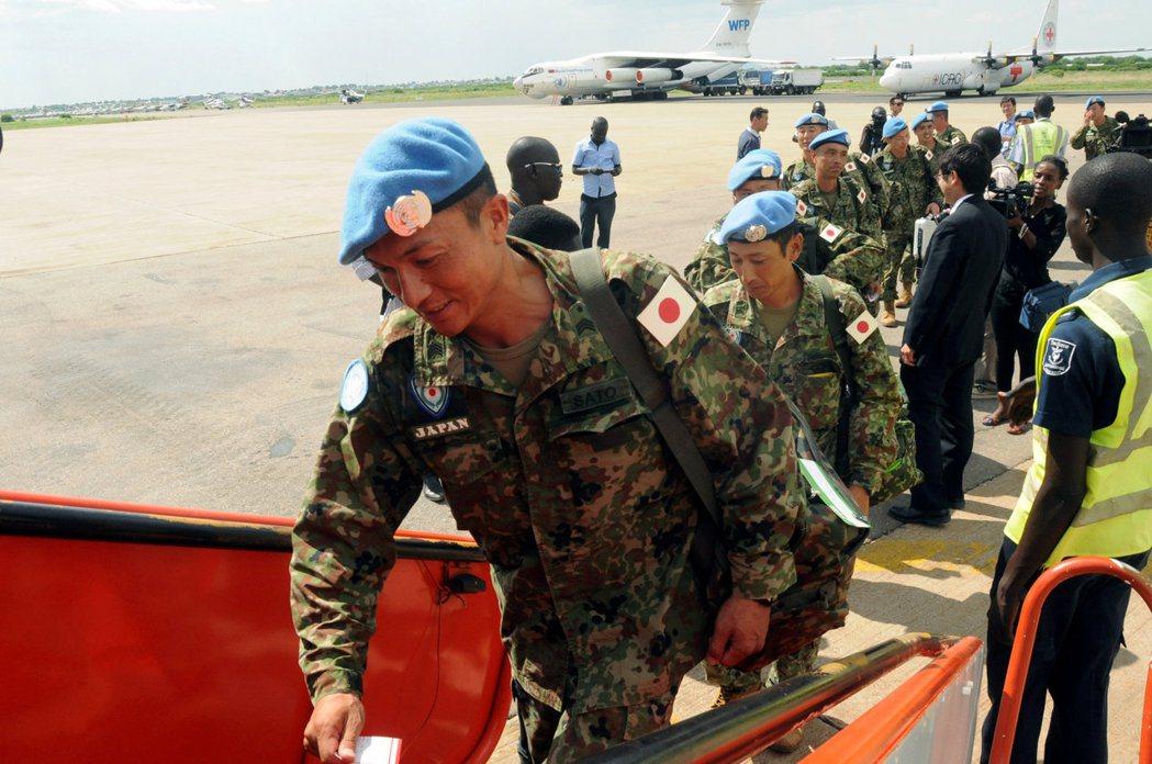 派遣至南蘇丹的自衛隊,在今年5月宣告撤回,但對於撤回南蘇丹維和部隊的理由,政府卻...