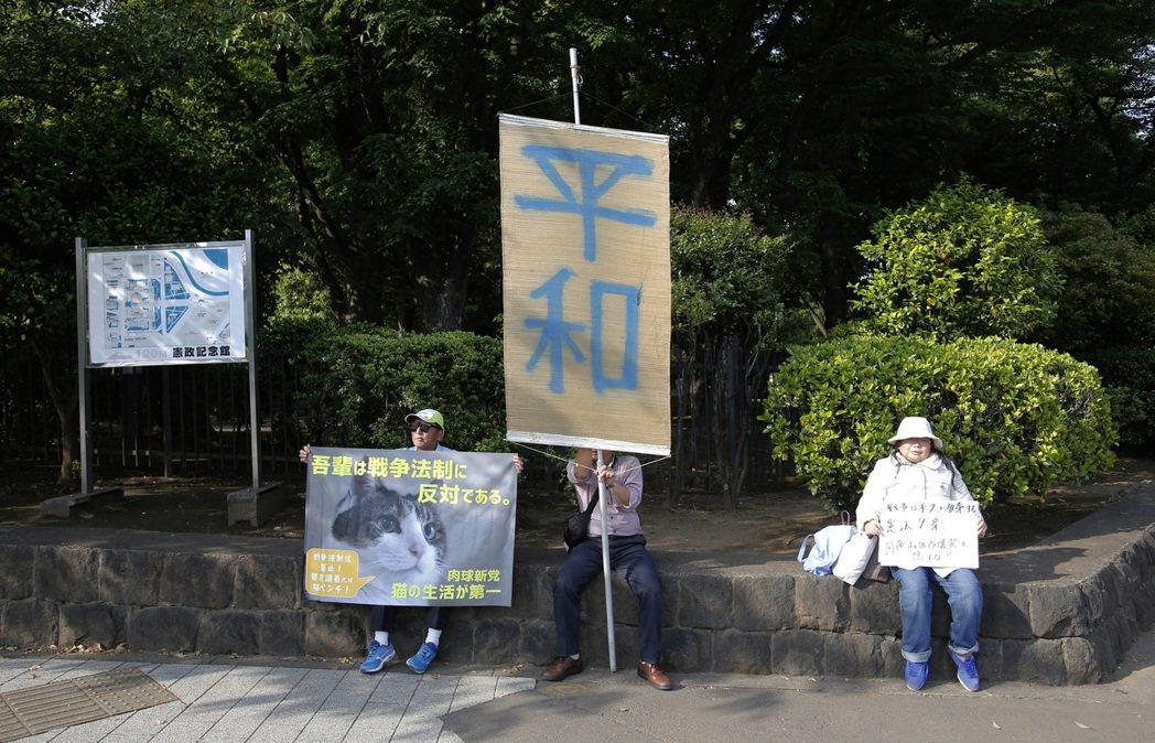 對和平與國防間如何抉擇的問題,在世界情勢動盪的今日,持續叩問著日本人的決斷。 圖...
