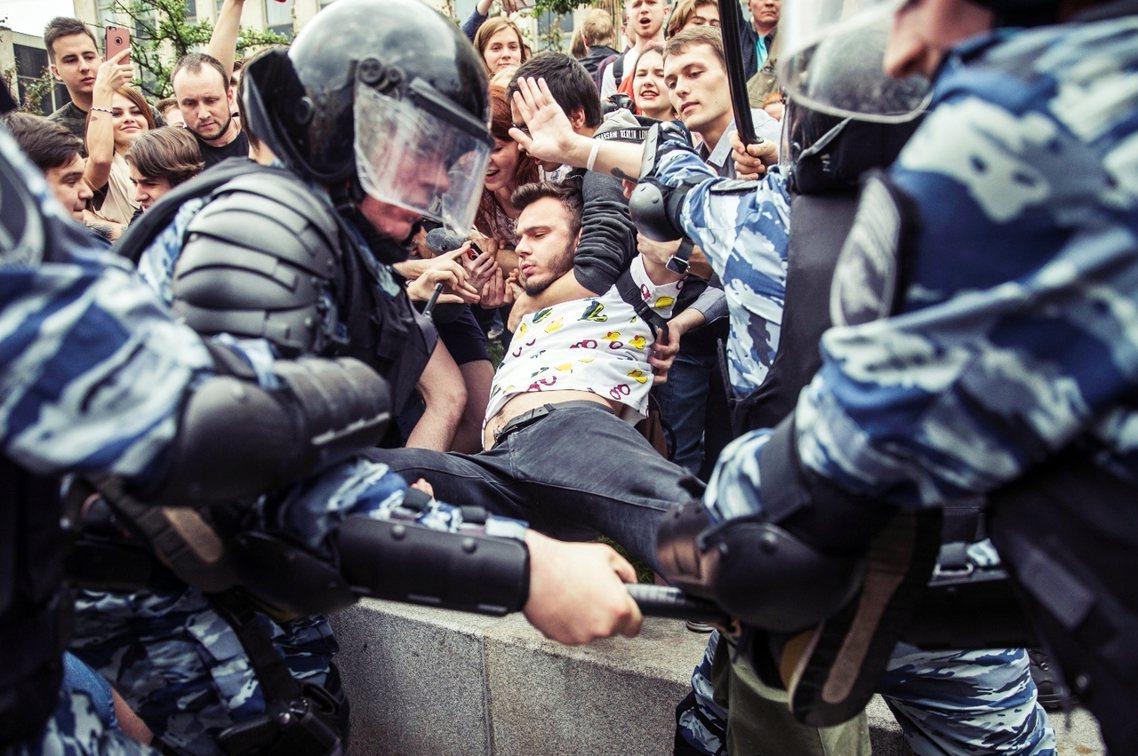 包括提前被逮捕的納瓦爾尼在內,12日的反政府抗爭,光是在莫斯科與聖彼得堡兩大城,...
