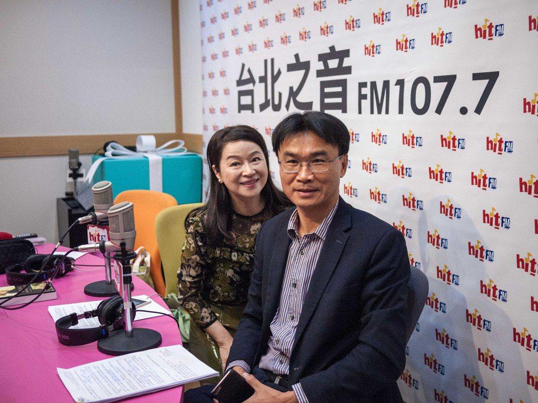 農委會副主委陳吉仲(右)今天接受蔻蔻早餐訪問。記者林良齊/攝影