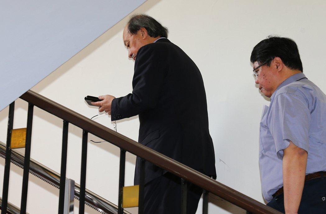 民進黨團總召柯建銘(左)。記者曾學仁/攝影