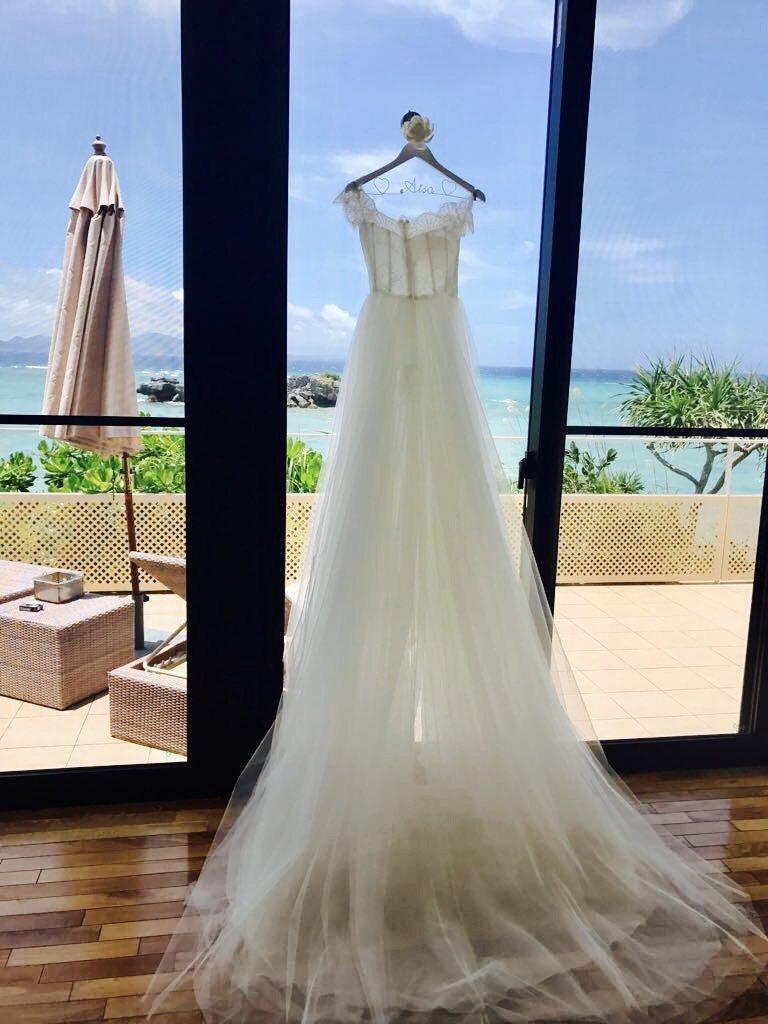 由千田愛紗與蘇菲雅SophiaRitz一同設計的清透簡約白紗。圖/蘇菲雅婚紗提供