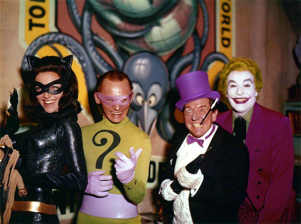電影「飛天俠」反派陣容堅強,貓女、謎天大聖、企鵝與小丑齊聚一堂。圖/摘自imdb