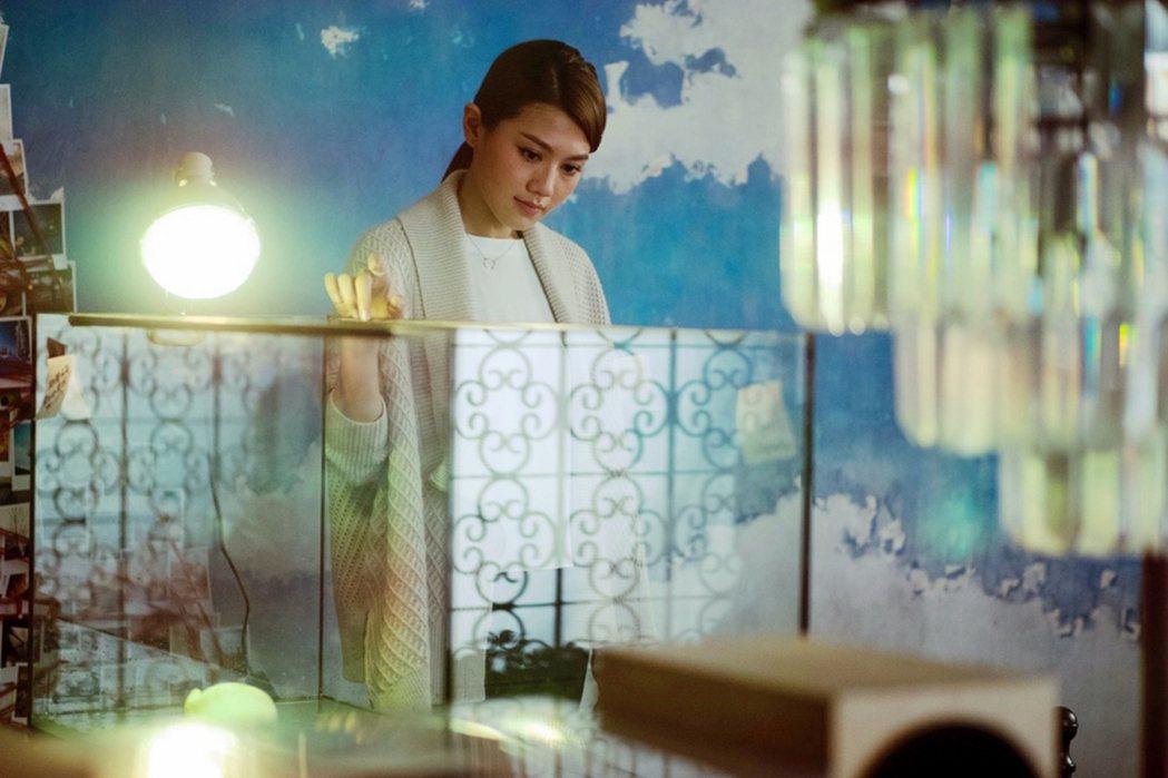 性感女神周秀娜在「29+1」包緊緊演出事業女強人。圖/華映提供